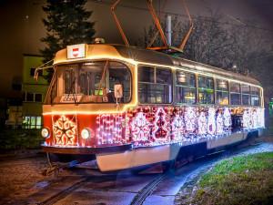 VIDEO: Vánoční šalina bude v Brně jezdit do 27. prosince, letos po dvou trasách