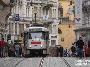 Brněnský dopravní podnik ruší omezení v provozu. V jízdních řádech přibylo nové značení nízkopodlažních vozů