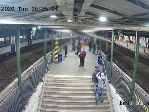 VIDEO: Dvojice kapsářů, která řádila okolo hlavního nádraží je pod zámkem. Policie varuje před podobnými útoky