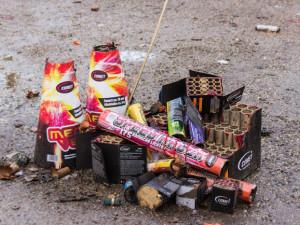 Pyrotechnika nepatří mezi zboží, které chceme nabízet, shoduje se čím dál více prodejců. V některých regálech úplně chybí