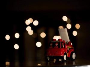 Hasiči připomínají bezpečnost přes svátky, nebezpečné mohou být prskavky, svíčky i štědrovečerní večeře