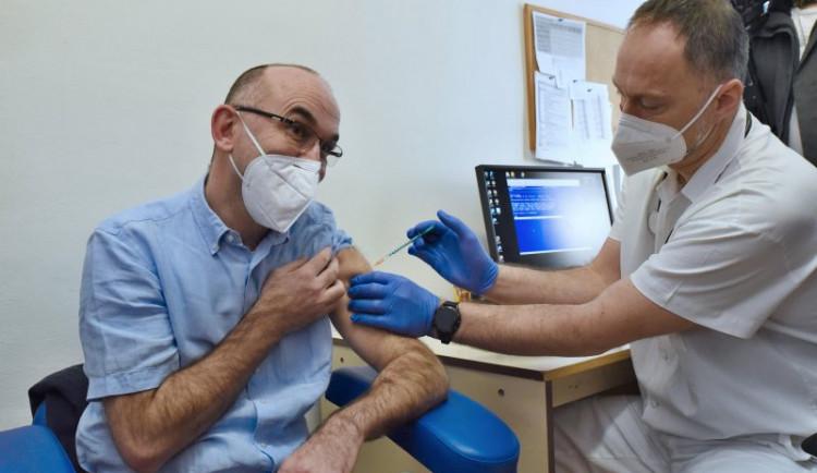 Brno pokračuje v očkování. První vakcíny dostaly i další nemocnice na jihu Moravy, hejtman se nechá očkovat v lednu