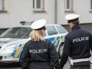 Zloděj si kořist neodnesl, řádění v cizím brněnském bytě si všimli sousedé. Policie pak muže chytila při činu