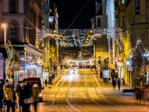 Silvestr, jaký ho neznáme. Vládní opatření razantně ovlivní novoroční oslavy, MHD v Brně bude fungovat i přes zákaz vycházení
