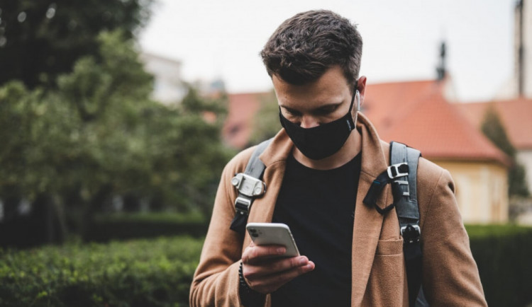 Brněnská nemocnice omylem rozeslala sedmnáct tisíc SMS o testu na koronavirus, lidé je mají ignorovat