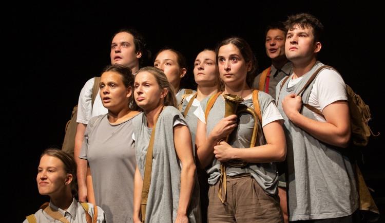 Potřebujeme zkoušet, vyzývají studenti divadla vládu