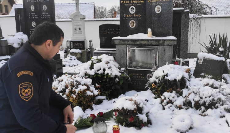 Brněnští hasiči si připomněli památku svých kolegů, kteří před devatenácti lety přišli při požáru o život
