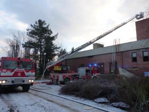 Při požáru budovy ve Vyškově se tři lidé nadýchali kouře