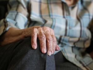 Devadesátiletý senior zmateně bloudil v pyžamu po Brně, policisté ho vrátili do nemocnice
