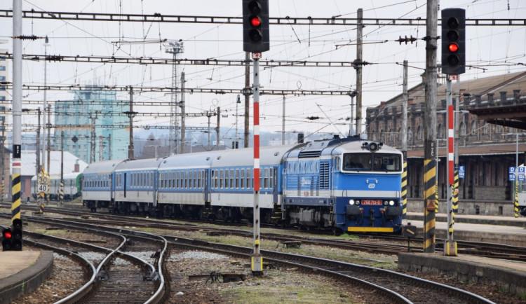 Vlaky před Brnem nabírají zpoždění kvůli nálezu mrtvého těla