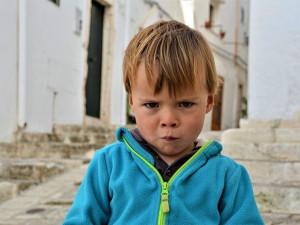 Malý chlapec utekl od dvou neznámých mužů, žádali po něm klíče. Policii zavolala maminka