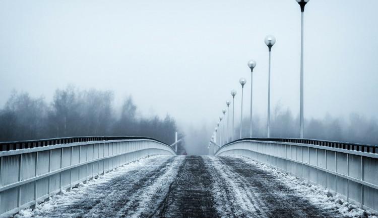 POČASÍ NA NEDĚLI: Mráz, místy sněhové přeháňky i mlhy