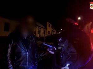 VIDEO: Řidič kamionu vypil v Brně deset piv. Naboural devět aut