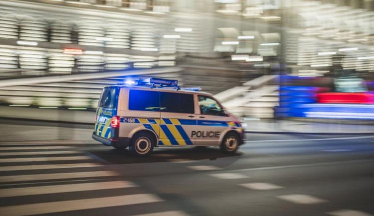 Žena v Brně pobodala bývalého přítele. Policisté to zjistili ve chvíli, kdy ji kontrolovali kvůli porušení zákazu vycházení