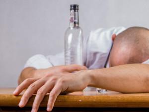 Opilý řidič utekl z Líšně od místa nehody rovnou do postele, dvě promile chtěl nejdřív vyspat