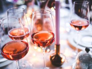 Na víno se kvóta pro obchody nevztahuje, uklidňují vinaři