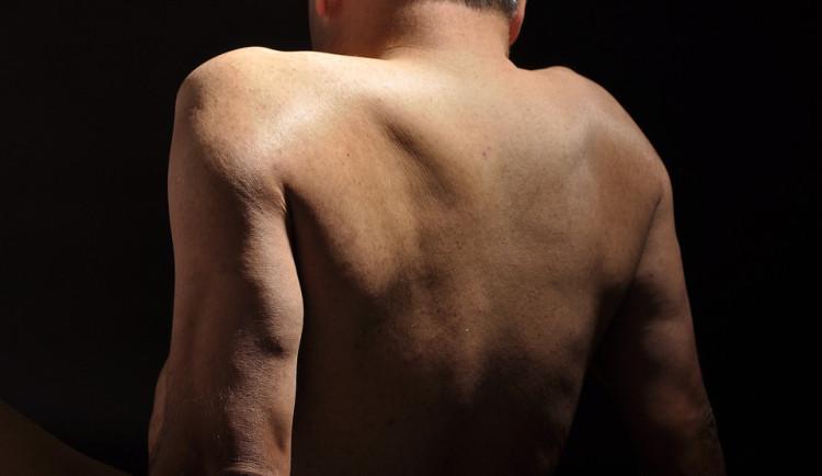 Po Brně bloudil úplně nahý muž, strážníci mu zavolali sanitku
