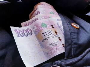 Kurýrka vybírala hotovost za dobírku do vlastní kapsy, přilepšila si 30 tisíci