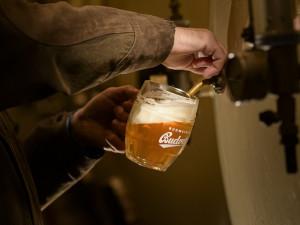 Budvar uvařil loni rekordní objem piva. Na českém trhu mu pomohla novinka Budvar 33