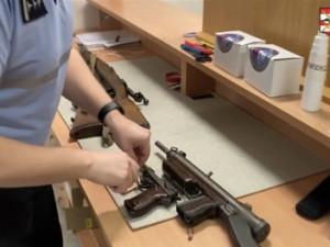 VIDEO: Policie vyhlásila zbraňovou amnestii, majitelé nelegálních zbraní si je mohou registrovat, nebo se jich zbavit