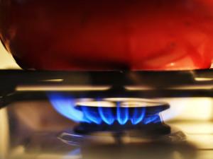 V bytě důchodkyně z Králova–Pole hořelo, pomohli jí hasiči