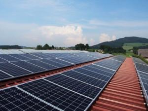 Jihomoravský kraj i Brno chce instalovat na budovy solární panely, ušetří tím za elektřinu