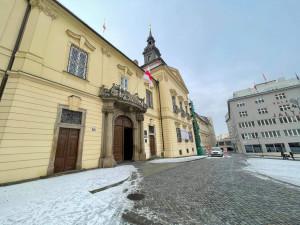 Na brněnské radnici znovu vlaje historická běloruská vlajka