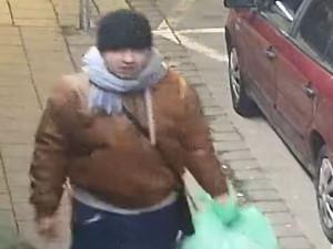 Policie hledá surovce, který v Brně zmlátil muže o berlích