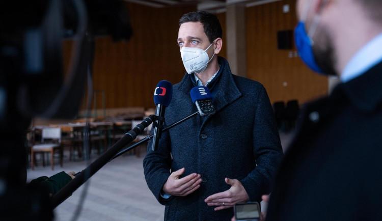 Hejtmani chtějí jednat s vládou o postupu bez nouzového stavu
