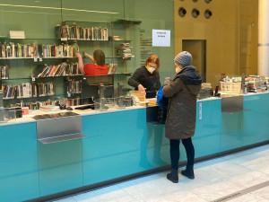 Knihovny otevírají výdejní okénka, digitální archiv poskytnou lidem až do června
