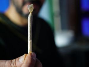 Děti se zkuřovaly marihuanou, zábavu jim zkazili policisté