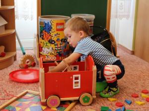 Syna vypravoval do školky, mezitím tatínkovi z Brna ukradli auto