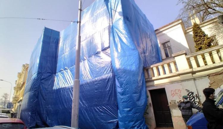 Noví majitelé i přes zákaz nelegálně demolují historickou památku z 19. století