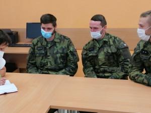 Na jihu Moravy se na hlídání hranic okresů podílí až 600 vojáků
