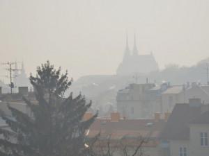 Kvalitu ovzduší podstatně více ovlivňuje počasí než nouzový stav
