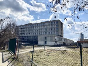 Brno chce získat zchátralou železniční polikliniku