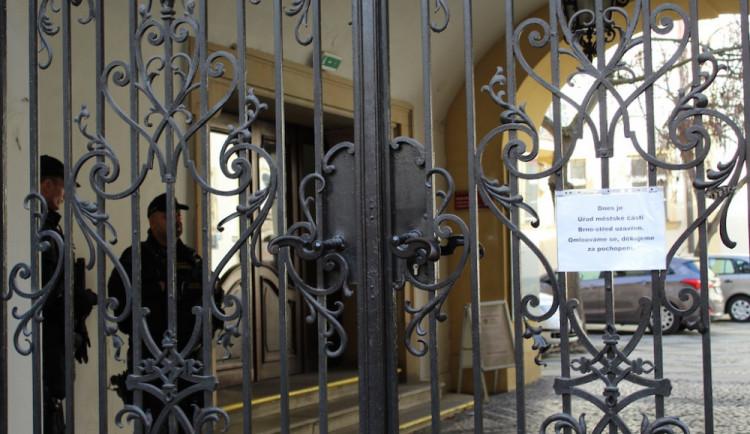 Policie zasahovala na radnici Brno-střed, odnesla si materiály