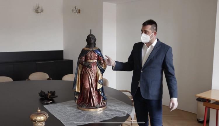 Uvnitř madony z Paláce šlechtičen v Brně se skrývá starší socha