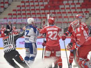 Třinec v prvním zápase čtvrtfinále smetl Kometu 5:0