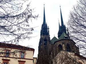 Kostely po celém Česku rozezní zvony za oběti pandemie