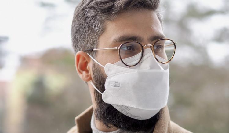 Brněnský Respilon představil nový nanovlákenný respirátor FFP2, který sedne i vousáčům