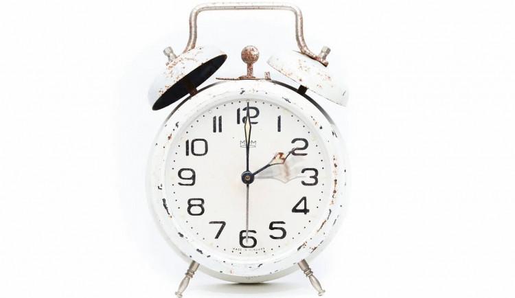 Ze soboty na neděli budeme spát o hodinu méně, přecházíme na letní čas