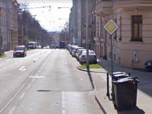 Na Úvoze vznikne nová zastávka, zanikne až osm parkovacích míst