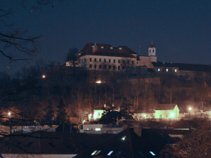 Brněnské budovy dnes na hodinu potemní