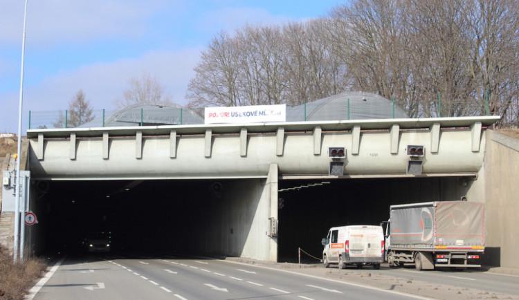 V Husovickém tunelu se zatím nebudou vybírat pokuty za rychlost, úsekové měření se odkládá