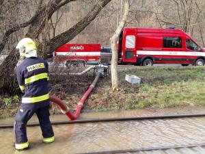 Havárie vody v Komíně zastavila tramvajovou dopravu
