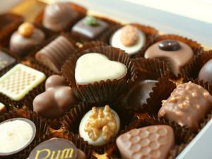 Otočte se a já vrátím čokoládky zpátky, navrhl mladý zloděj strážníkům