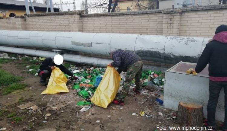 Jihomoravští bezdomovci se dali do jarního úklidu