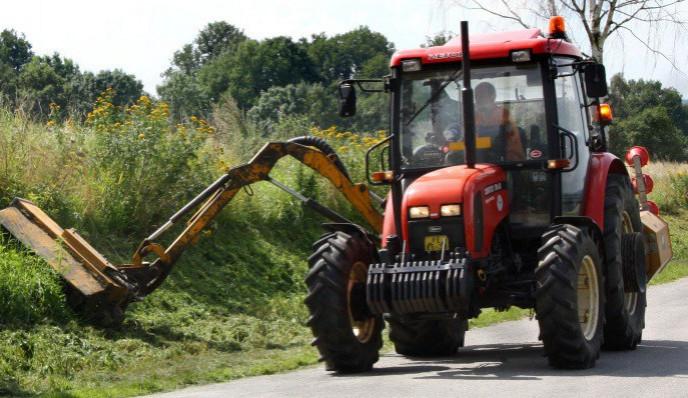 Muže přejelo kolo traktoru, je ve vážném stavu v nemocnici