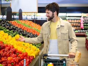 Hledaný muž snědl v obchodě papriku. Při útěku mu vypadl iPhone se všemi údaji
